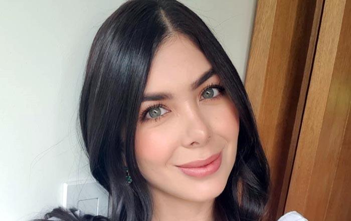 Mariana Davalos Facebook